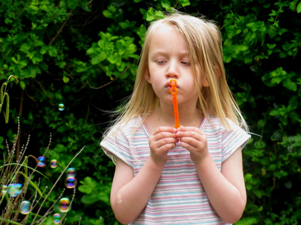 Smallest blowing bubbles