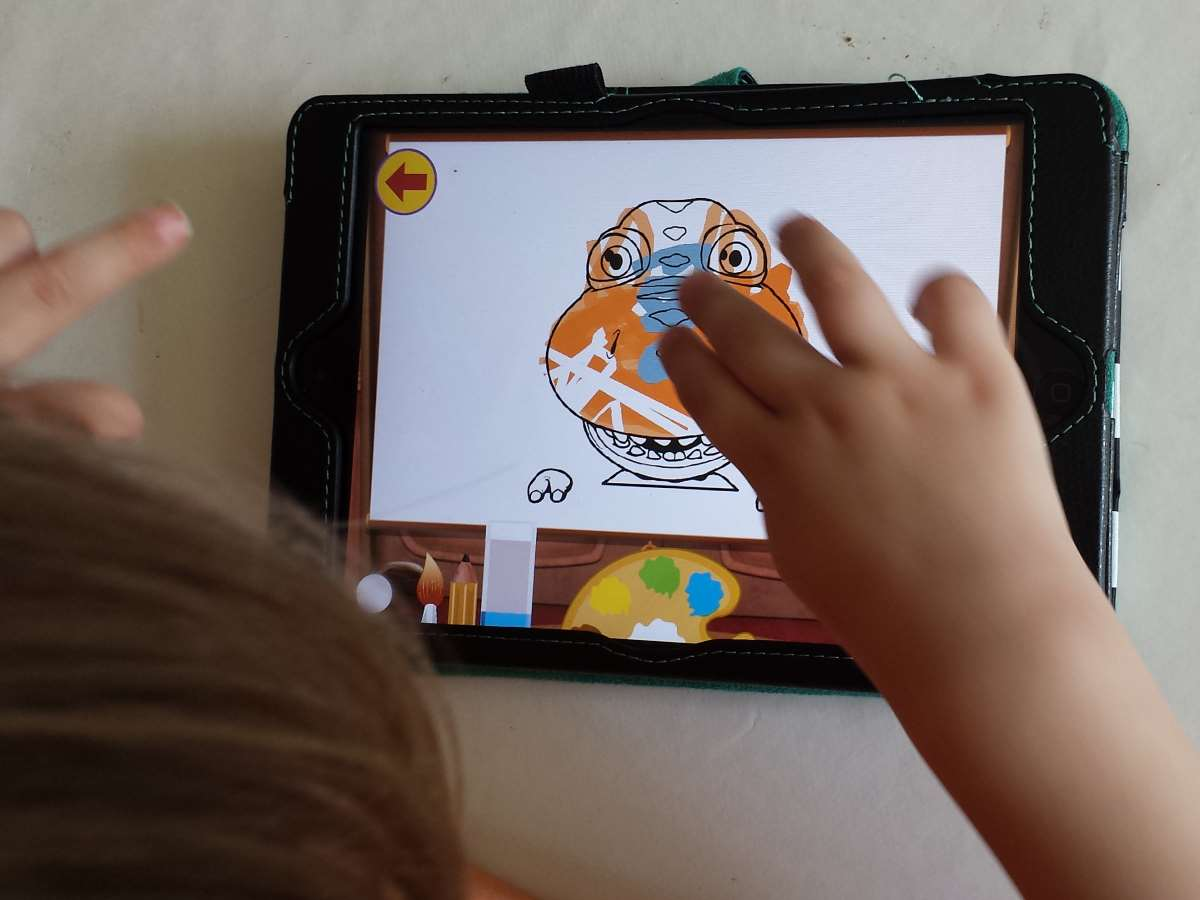 Colouring in Buddy on Dinosaur Train app